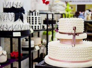 Modele si idei pentru tortul alb de nunta