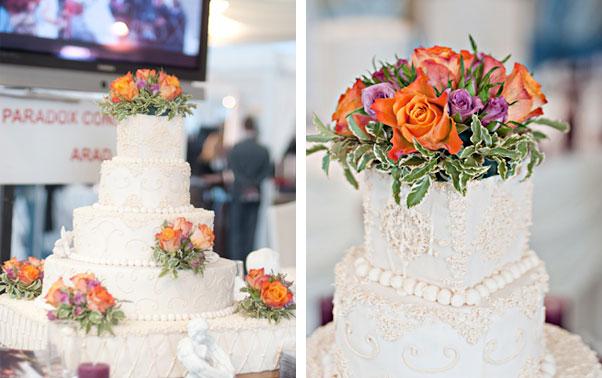 Tort alb cu trandafiri naturali portocalii