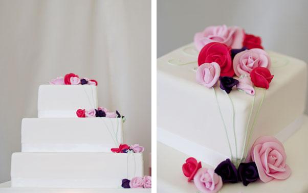 Tort alb elegant cu trandafiri trei nuante